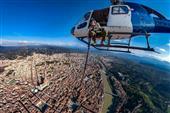 259293 0003 4773141 Firenze, il fotoreporter Massimo Sestini in volo in elicottero sulla città 2019 11 26 © Massimo Sestini